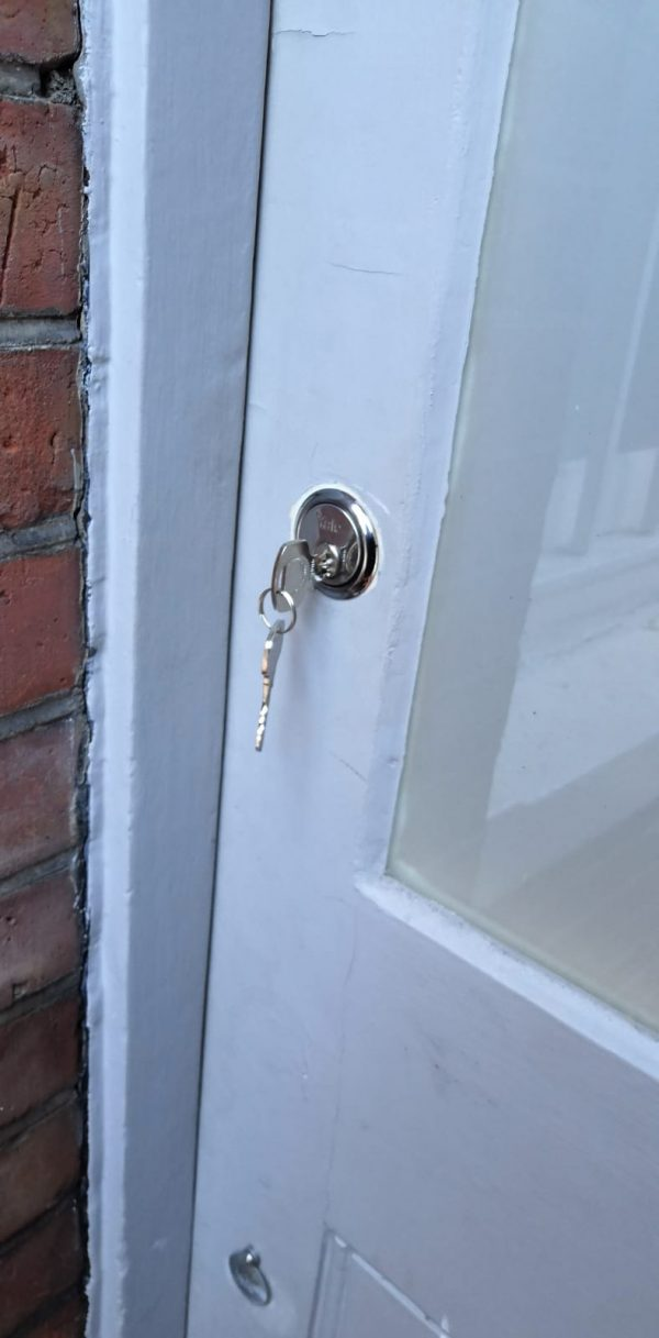 Locksmith in Willesden NW10 door