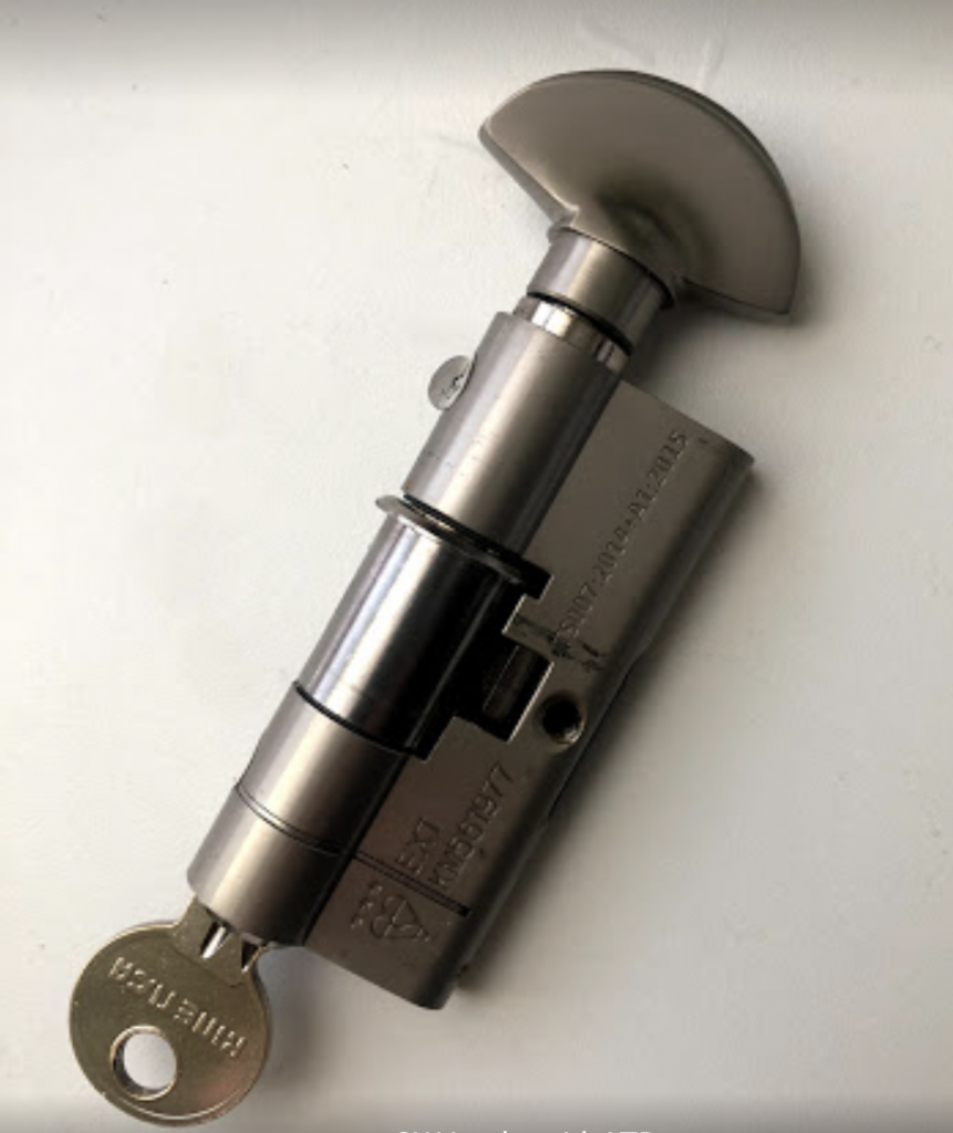 locksmiths lock change replace